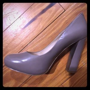 Nine West taupe-gray heels - size 7